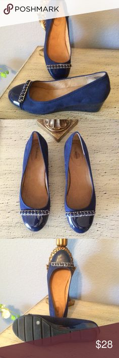 🌺BRAND NEW-FROM MACY'S STYLISH BLUE WEDGE SHOE. 🌺STYLE & CO BRAND NEW BLUE WEDGE SHOES FROM MACYS. RUBBER NON SKID SOLES. CHAIN LIKE EMBELLISHMENT ACROSS TOE OF SHOE. CUTE AND COMFORTABLE. YOU ARE GOING TO LOVE ❤️ THESE SHOES. STYLE & CO Shoes