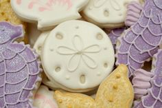 Sand Dollar Cookies. http://www.completely-coastal.com/2012/11/sea-cookies-decorating-with-icing.html