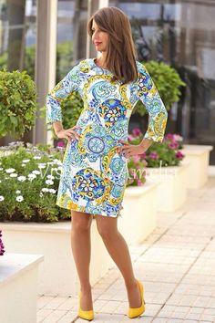 """#Vestidos que conquistan a primera vista. Una maravilla nuestro #vestido """"Martina"""", combinado con nuestros #zapatos amarillos. ➡Tallas S, M, L y XL  ➡42,99€ Zapatos ➡24,99€ #vitsteconamelia #modamujer #modaprimavera"""
