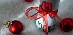 Świąteczne pożyczki:  W okresie świąt parabanki ruszają ze swoimi ofertami pożyczek.  Wielu ludzi oszczędza by zrobić piękne święta - inni znowu sięgają po pożyczkową pomoc:   http://www.kalkulator.pl/kalkulator-kredytowy
