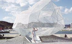 Tecnologia de impressão 3D empregada na moda - coleção Akris x VOJD studio #camilakleinarquiteta #tech #fashion #impressão3D #structure #sculptural #architecture #arquitetura