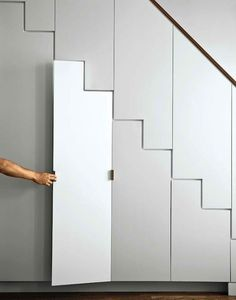 Seamless closet. Love the idea but maybe some trim in a different colour to provide accents?