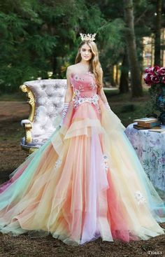 For a magical fairytale wedding, this colourful wedding dress will go perfectly! An outstanding dress for the bride that really wants to stand out. We love how unique this design is!