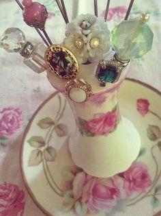 Vintage hat pins / stick pins in vintage hat pin holder Vintage Shabby Chic, Vintage Love, Retro Vintage, Vintage Items, Vintage Hats, Vintage Purses, Retro Art, Madeleine Vionnet, Raindrops And Roses