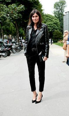 Emmanuelle Alt, éditrice en chef du Vogue Paris, qui rock le perfecto de cuir.