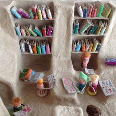Mini library made from cardboard packaging (in Japanese) | cocomag RECICLANDO en ESCUELA 08