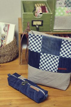 DIY Denim Bag Tutorial http://www.handmadiya.com/2015/11/diy-denim-bag-tutorial.html