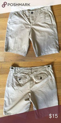 "⚓️OLD NAVY Beige Lowrise Shorts ⚓️OLD NAVY Beige Lowrise Shorts.  Flat front.  Front and rear pockets.  Waist 30"".  Inseam length 10"".  Rise 8-1/2"".  Great condition Old Navy Shorts Bermudas"