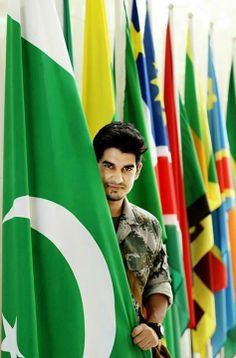 Every soldier has edicated his life to serve the Nation. Pakistan Photos, Pakistan Zindabad, Pakistan Fashion, Pakistan Defence, Pakistan Armed Forces, Pakistan Independence Day, Happy Independence, Pak Army Soldiers, Army Pics