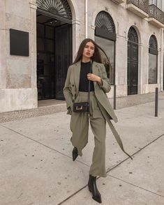(no text)(no text) Fall Fashion Outfits, Suit Fashion, Look Fashion, Korean Fashion, Womens Fashion, Street Hijab Fashion, Workwear Fashion, Spring Outfits, Winter Outfits