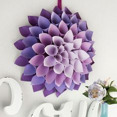 Roll paper to make this stunning DIY Dahlia Paper WreathDahlia wreath/Recollections® Purple Passion Cardstock Paper, xFashion Mini Glue Gun by ArtMinds®Colored Paper Dahlia Wall Art Ideas that Easy and SpectacularThis Paper Flowers Tutorial Shows Y Paper Flowers Craft, Flower Crafts, Diy Flowers, Diy Cardstock Flowers, Flower Diy, Origami Flowers, Mason Jar Diy, Mason Jar Crafts, Diy Paper