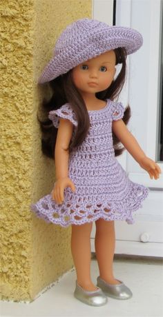 Crochet Dolls Patterns CROCHET: Free pattern for 18 inch doll -La robe - Need to translate into English Click VISIT link above to see American Girl Outfits, American Doll Clothes, Ag Doll Clothes, Doll Clothes Patterns, Doll Patterns, American Girls, Knitting Patterns, Crochet Patterns, Knitting Toys