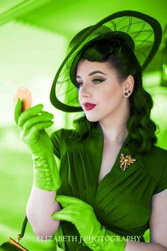 Lady in Green Idda Van Munster, Amanda, Estilo Pin Up, Wedding Hats, Green Fashion, Up Girl, Shades Of Green, My Favorite Color, Green Colors