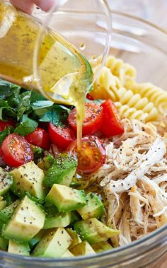 Easy Chicken Pasta Salad with Avocado, Tomato, and Basil Recipe – You can never should many summer season pasta salad recipes! Especially whilst they're as correct as this Avocado Caprese Pasta Salad! Caprese Pasta Salad, Mayo Pasta Salad Recipes, Vegetarian Pasta Salad, Easy Pasta Salad Recipe, Healthy Chicken Pasta, Healthy Pastas, Healthy Salad Recipes, Easy Chicken Dinner Recipes, Basil Chicken