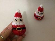 ¡Hola ganchilleros y ganchilleras! ¡Sí! ¡aquí estamos con este súper reto que espero se anime mucha gente! Como ya he comentado e... Crochet Christmas Decorations, Christmas Crochet Patterns, Xmas Ornaments, Crochet Snowman, Crochet Doll Pattern, Christmas Toys, Christmas Stuff, Amigurumi Patterns, Crochet Dolls
