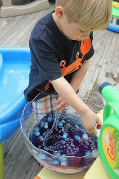 Momma's Fun World: Recycled water fun with Gain bottle
