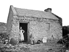 Robert French, At Gweedore, Co. Donegal, National Library of Ireland. Dublin Ireland, Ireland Travel, Ireland Vacation, Old Photos, Vintage Photos, Berenice Abbott, Irish Cottage, Bothy, Arquitetura