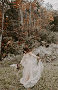 This gorgeous bohemian bride is twirling around in her beautiful lacy wedding dress. She is holding a gorgeous fall bouquet full of not only stunning florals, but also eucalyptus. A eucalyptus wedding bouquet is a wonderful addion to any bohemian bride's wedding. These fairytale wedding photos were shot in eastern tennessee by the Wedding and elopement photographer, Emily Crisp. If you're looking for an elopemetn photographer, check out her website at www.emilyrcrisp.com Elope Wedding, Wedding Bride, Boho Wedding, Wedding Hair, Outdoor Wedding Photography, Bride Photography, Wedding Day Inspiration, Wedding Ideas, Wedding Bouquet