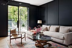 Architectural Digest - Every room in this house is incredible but of course I fall for the black walls Architectural Digest, Home Living Room, Living Room Designs, Living Spaces, Kitchen Living, Diy Kitchen, Room Inspiration, Interior Inspiration, Dark Walls