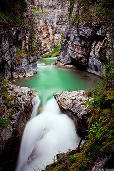 llbwwb:  Maligne Canyon (by Rob Dweck)