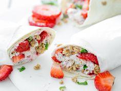 Frühstückswrap mit Erdbeeren und Knuspermüsli