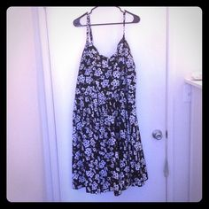 Spring dress, classic black and white Spaghetti strap dress with natural waist and sweetheart neckline. Skirt is fully lined. Back is stretchy material. Very comfortable and flattering. Worn only a few times! Ideal for big busts. City chic xl fits 24/26W. City chic Dresses