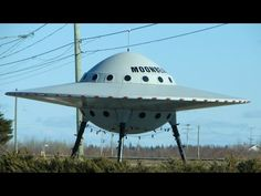 Calgary is the UFO capital of Canada -- But Canadians all over the country are seeing strange objects in the sky. Canadians are seeing a lot of strange things in the sky, but more Calgarians than any other city in the country saw a UFO in Ian Mckellen, Carl Sagan, Totems, Do Aliens Exist, Life Hacks, Capital Of Canada, Pseudo Science, Alien Spaceship, Aliens And Ufos