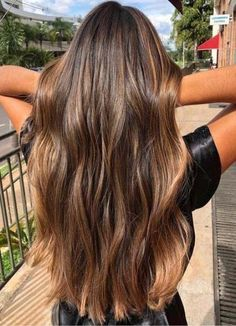 20 Beautiful Balayage Sun-kissed Highlights for 2018 Looking for to switch up your existing hair colors? See here the sensational ideas of balayage sun-kissed hair colors and highlights to sport with long hair in This is one of the hair colors which Brown Hair Balayage, Brown Blonde Hair, Hair Color Balayage, Blonde Honey, Honey Balayage, Honey Hair, Balayage Brunette Long, Long Brunette Hair, Gray Hair