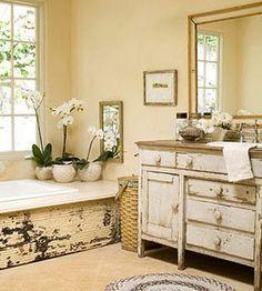 I love the wood on the bathtub!