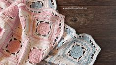 In this post you find the free pattern from my My Sweet Dreams baby blanket. The original blanket uses soft powder blue or pastel pink with white, but you can use any soft pastel shade you like. Re…