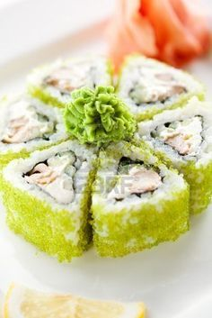 Stock Photo Sushi Maki - Rolls con el atún frito pepino y queso crema dentro. Sushi Co, My Sushi, Sushi Time, Sushi Lunch, Bento, Japanese Food Sushi, Little Lunch, Homemade Sushi, My Favorite Food