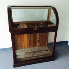 A very nice American oak lift-top cane case : Lot 155