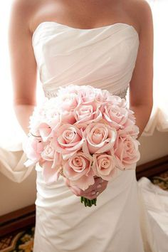 Trendy wedding flowers white roses bouquet ideas pale pink 64 Ideas How to Pink Rose Bouquet, Bridal Bouquet Pink, Rose Wedding Bouquet, White Wedding Bouquets, Bridesmaid Flowers, Bridal Flowers, Wedding Blush, Bouquet Flowers, Wedding White