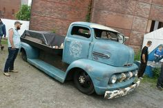 Ford F-1 F1 1951 1952 pickup truck flatbed flat bed COE Cab Over Engine Cab-Over-Engine patina ratrod rat rod satin blue door graphics
