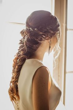 Peinado Novia boho-chic con trenza by Rodelas The post Peinados boho chic pelo largo appeared first on Win Moda. Upside Down French Braid, Loose French Braids, French Braid Ponytail, Bride Hairstyles, Messy Hairstyles, Straight Hairstyles, Under Braids, Trending Hairstyles, Shiny Hair