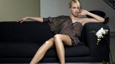 девушка сидящая на кожаном диване: 17 тыс изображений найдено в Яндекс.Картинках