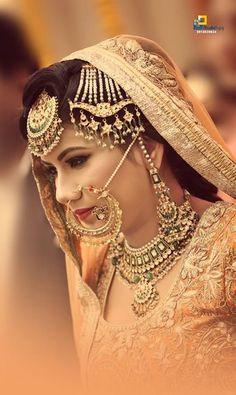 Cutipieanu Indian Wedding Bride, Indian Bridal, Beautiful Hijab, Beautiful Bride, Indian Wedding Photography Poses, Punjabi Bride, Royal Brides, Asian Bride, Wedding Beauty
