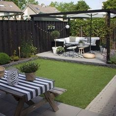 Ideas for small backyard patios are endless! Don't be discouraged if your backyard is tiny and you think it cannot … Small Outdoor Patios, Backyard Patio Designs, Modern Backyard, Small Backyard Landscaping, Patio Ideas, Landscaping Ideas, Backyard Ideas, Small Pergola, Backyard Pools