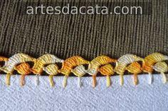 """Faldita para la playa - Now to translate it Ristner we should make this! Crochet Border Patterns, Crochet Lace Edging, Crochet Fabric, Thread Crochet, Crochet Trim, Crochet Designs, Knitting Stitches, Knitting Patterns, Yarn Thread"