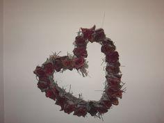 Dried rose heart: idea for door wreath