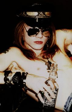 Axl Rose OMFG! He is such a Beautiful man yumm!