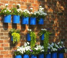 latas de conserva con flores