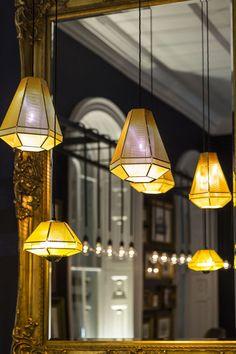 런던에 위치한 페네도온 카페바가 지향하는 공간은 과거의 시간;흔적 속에 현재의 생활을 투영한, 네오클래식 스페이스를 목적으로 한다. 이는 제임스 페네도온 경을 기리는 19세기 건축물로 부터 연장된 시간을 사용함으로써 가능케 한다. 재구성된 그의 시간들은 ' 유러피안 그랑드 투어'를 연장하는 일련들의 작업과 흔적들로 카페를 장식 및 디자인한다. 인테리어는 리니어한 공간을 따라 깊은 블루컬러의 벽면이 연속되며..