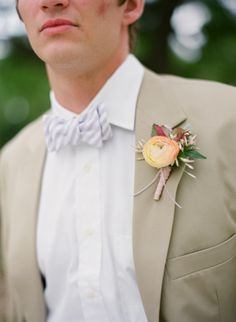 love this peachy boutonniere #wedding #groom