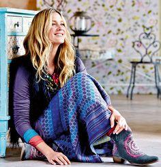 Rock, Schuhe, Shirt in blau/lila sieht einfach traumhaft tiefsinnig aus. #Rock #Schuhe #lila #blau #shoes #skirt