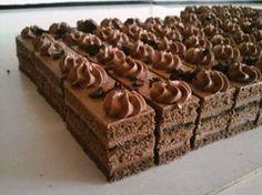 Jednoduché čokoládové rezy. Czech Desserts, German Desserts, Cookie Desserts, Just Desserts, Slovak Recipes, Czech Recipes, Baking Recipes, Cake Recipes, Dessert Recipes