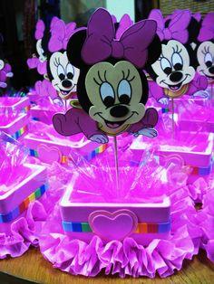 Centro de mesas de Minnie Baby - FIESTAIDEAS.