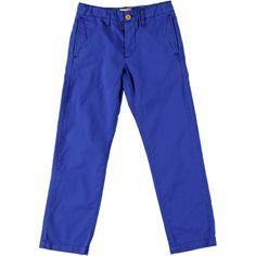 Een jongensbroek die opvalt door de kleur en de details. Deze blauwe broek Chino Vault van het merk Bellerose zit lekker comfortabel en heeft een regular-fit pasvorm. De broek heeft steekzakken en zwarte stiksels als detail.