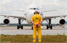 FotoBlog Sebastian Elijasz: Taniec Mareczka z pałeczkami. Marku szacun :) | #airport #gdansk #airbus #a340