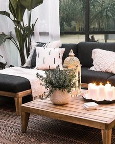 A chic retreat patio makeover, Home Decor, A chic retreat patio makeover tropical boho chic patio decor. Resin Patio Furniture, Diy Garden Furniture, Outdoor Furniture Sets, Furniture Design, Wooden Furniture, Antique Furniture, Outdoor Table Decor, Furniture Layout, Furniture Dolly